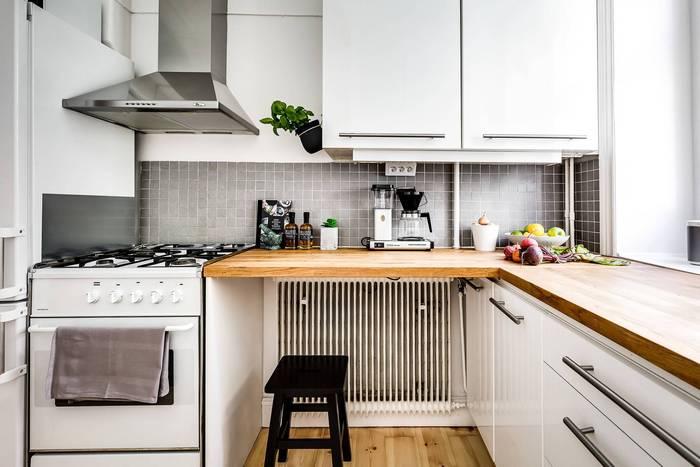 Маленькая кухня в скандинавском стиле.