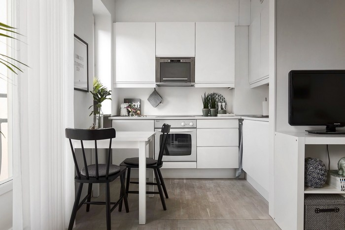 Зона кухни и столовой.