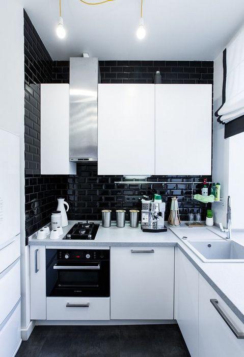 Отражающие поверхности на кухне.
