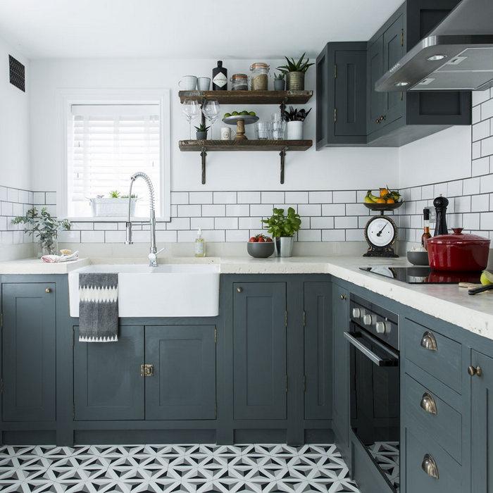 Геометрический пол на кухне.