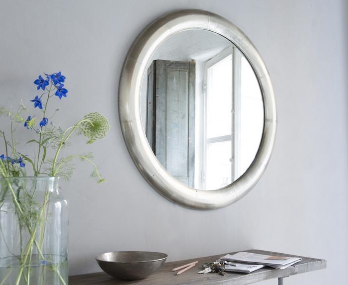 Задействуйте зеркало для оптических иллюзий.