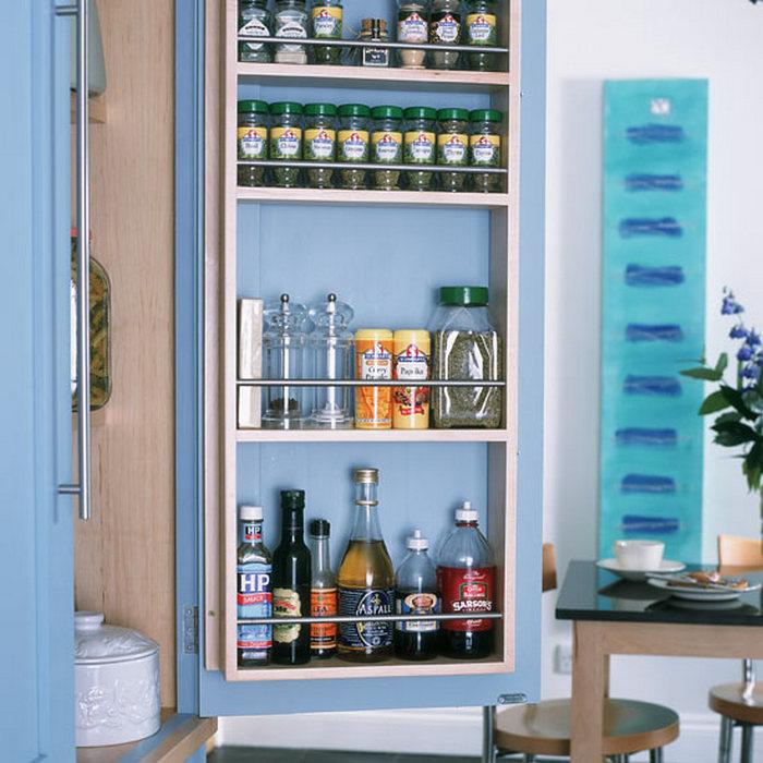 Системы хранения в дверцах кухонных шкафчиков.
