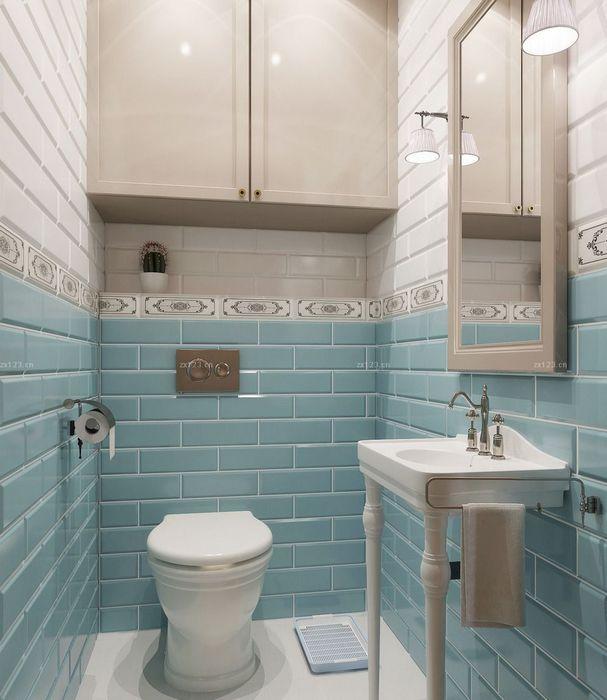 Голубой - подходящий цвет для оформления маленького туалета.