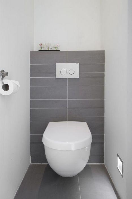 Лаконичная сантехника для маленького туалета.