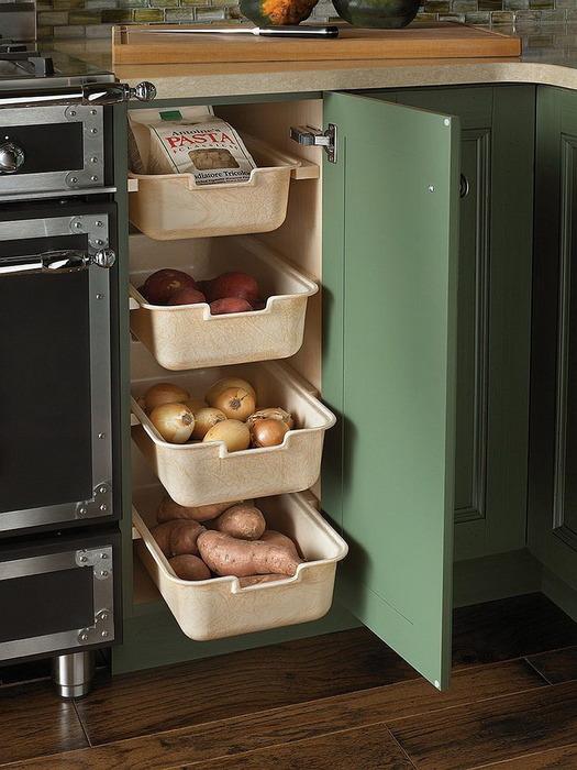 Пример того, как хранить овощи на кухне.