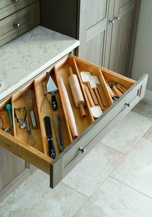 Аккуратное хранение столовых приборов.