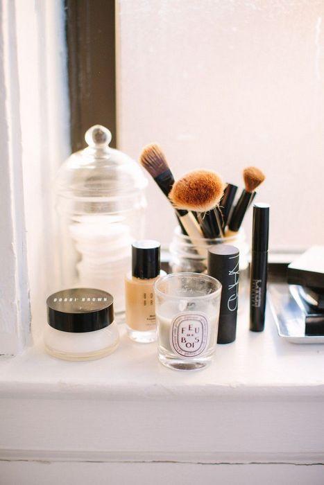 Идея, как хранить кисти для макияжа.