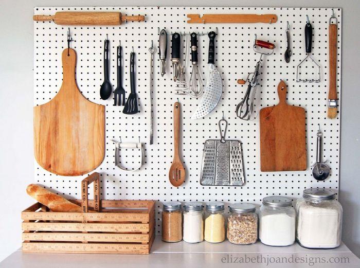 Многофункциональная доска для хранения кухонной утвари.