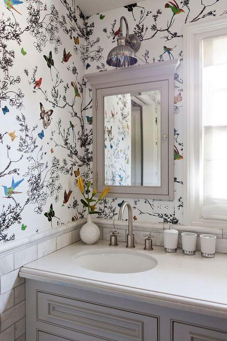 5. Обои в интерьере ванной комнаты.