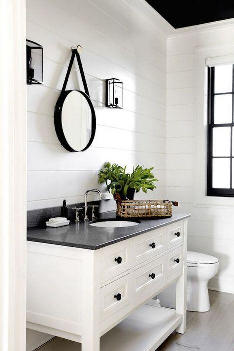 4. Пластиковые панели в интерьере ванной комнаты.
