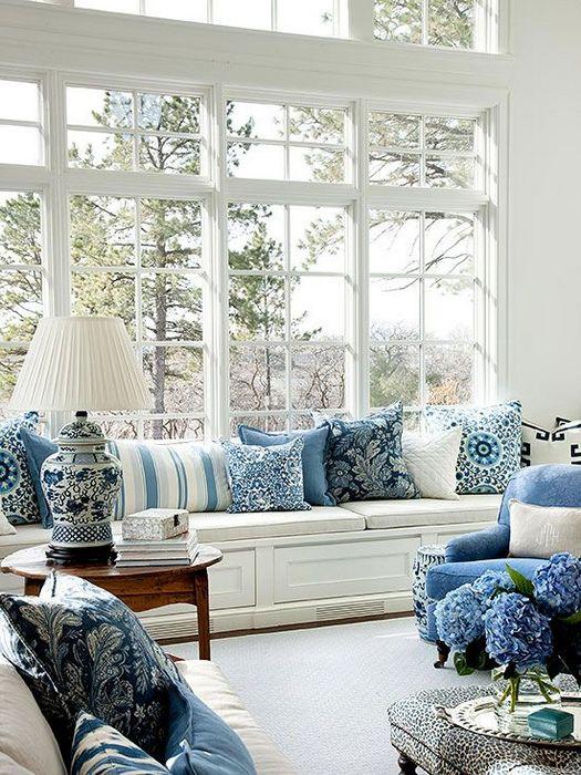 Красивые декоративные подушки.