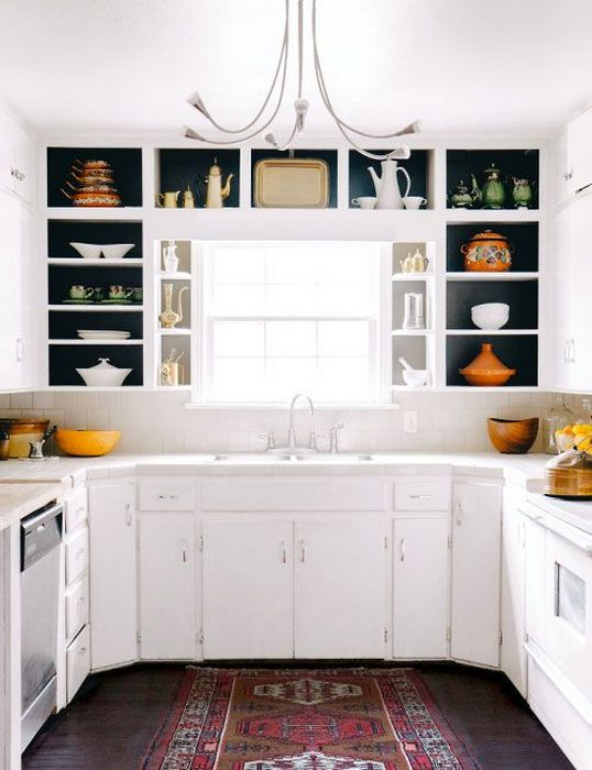 Практичное использование окна на кухне.