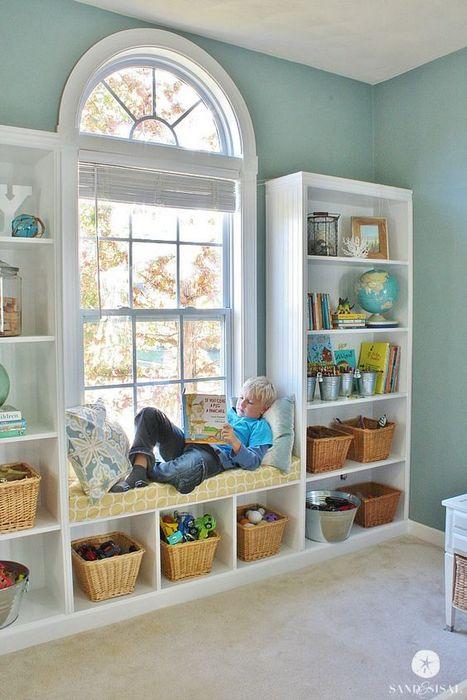 Аккуратное хранение в детской комнате.