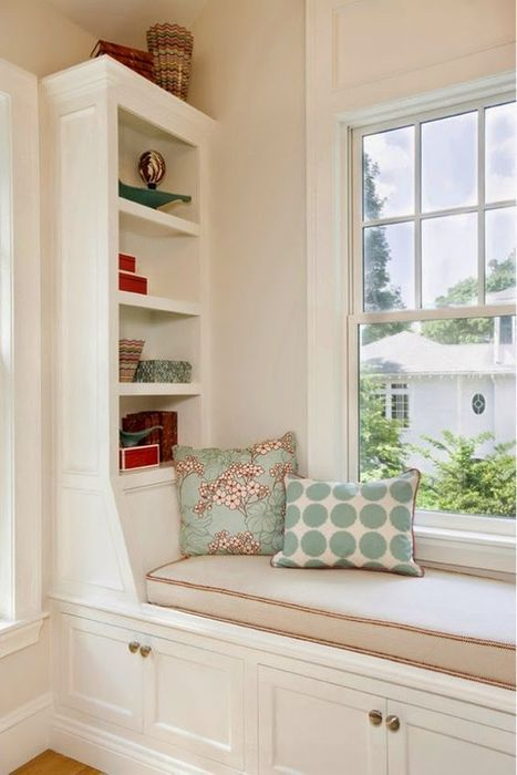 Место для чтения у окна.