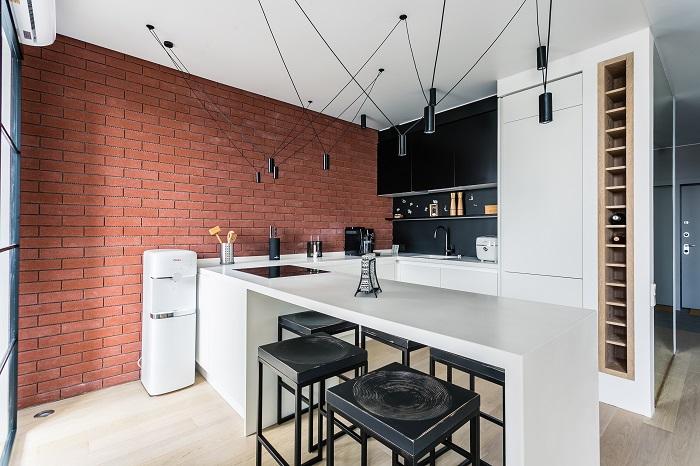 Интерьер кухни в стиле лофт с ремонтом от IconInteriors.ru.