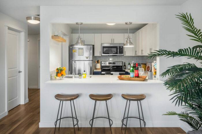 Кухня с барной стойкой: идеи дизайна и советы по оформлению