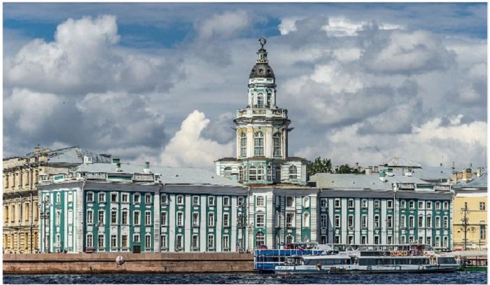 Кунсткамера является старейшим музеем России, основанным еще в 1714 г. на базе личных коллекций Петра Великого. | Фото: ru.wikipedia.org/ disgustingmen.com.