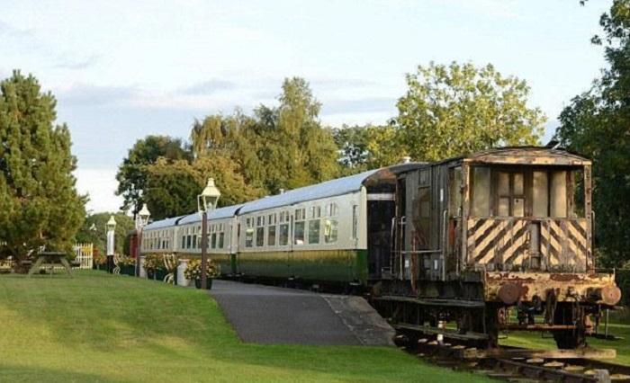 Необыкновенное превращение поезда в уютный гостевой домик.