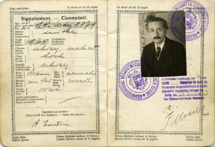 Швейцарский паспорт Альберта Эйнштейна.