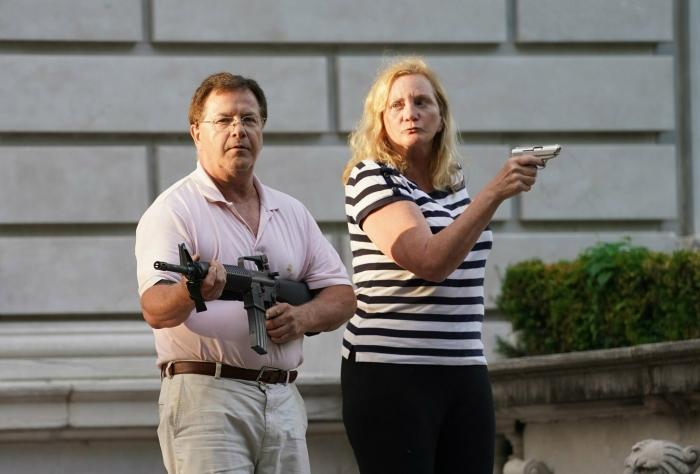 Супруги Маклосски защищают свое имущество. | Фото: tjournal.ru.