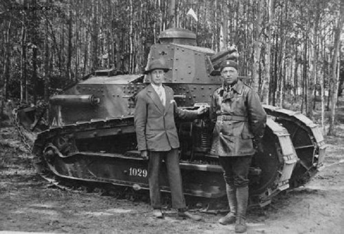 Renault FT-17 – главное достижение французов в танкостроении в годы Первой мировой войны. | Фото: ww2incolor.com.