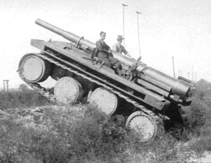 Самоходная артиллерийская установка на шасси конструкции Кристи. | Фото: landships.info.