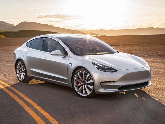 Tesla Model 3 – новинка из Калифорнии.