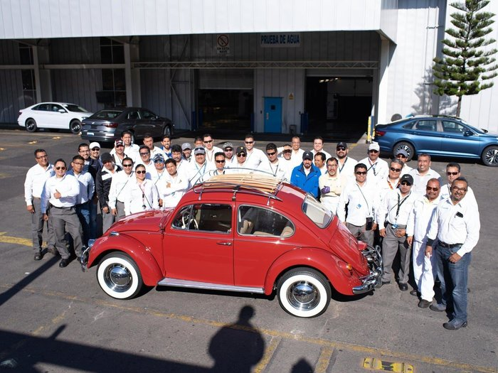 Команда Volkswagen хорошо повозилась над реставрацией автомобиля.