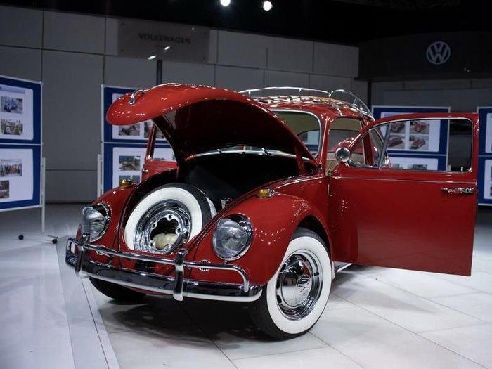 Сверкающий Volkswagen Beetle.