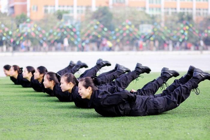 Занятия по физподготовке на свежем воздухе.
