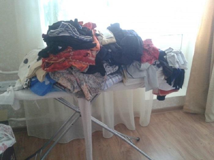 Постиранное белье нужно сразу складывать в шкаф.