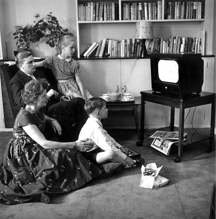 Британцы оплачивают лицензию на возможность пользования телевизором. | Фото: cdn.oggito.com.