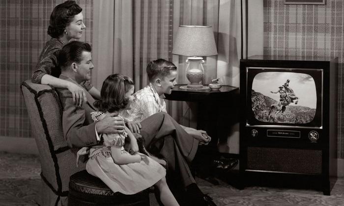 7000 британских семей смотрят черно-белые телевизоры. | Фото: visionair.fm.