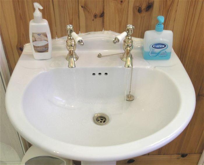 В Великобритании у всех установлено 2 отдельных крана для воды.