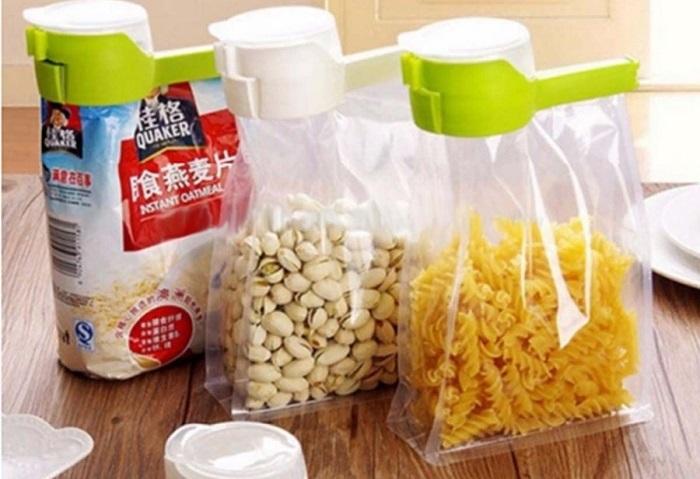 Закрывать вскрытые пакеты удобно зажимами. | Фото: goods.kaypu.com.