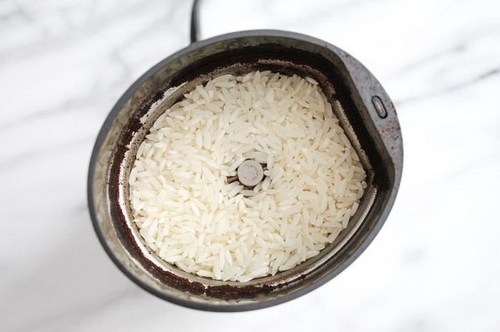 Рис поможет очистить кофемолку. | Фото: instructables.com