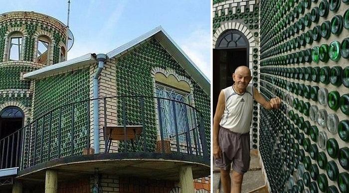 Украинский умелец построил на даче дворец из пустых бутылок из-под шампанского.