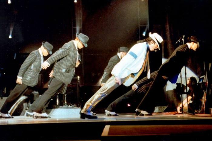 Легендарный антигравитационный наклон Майкла Джексона.