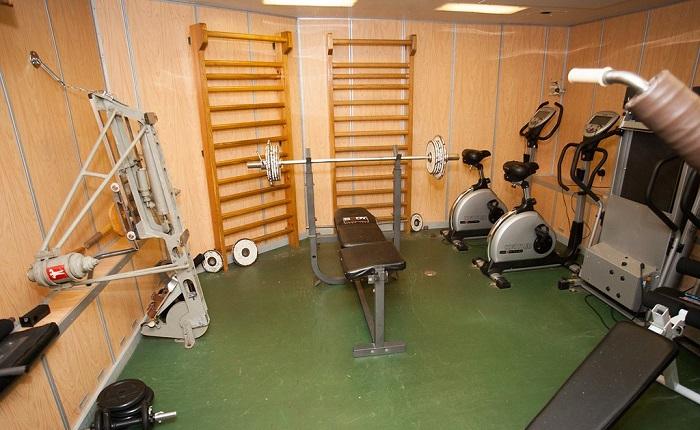 Тренажерный зал на атомной подводной лодке. | Фото: c1.staticflickr.com.