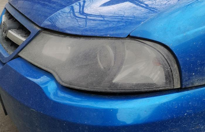 Мутные фары представляют потенциальную опасность на дороге.