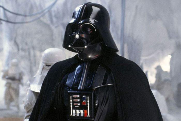 По мотивам рогатого шлема Дарт Вейдер - главный злодей фантастической киносаги «Звездные войны».