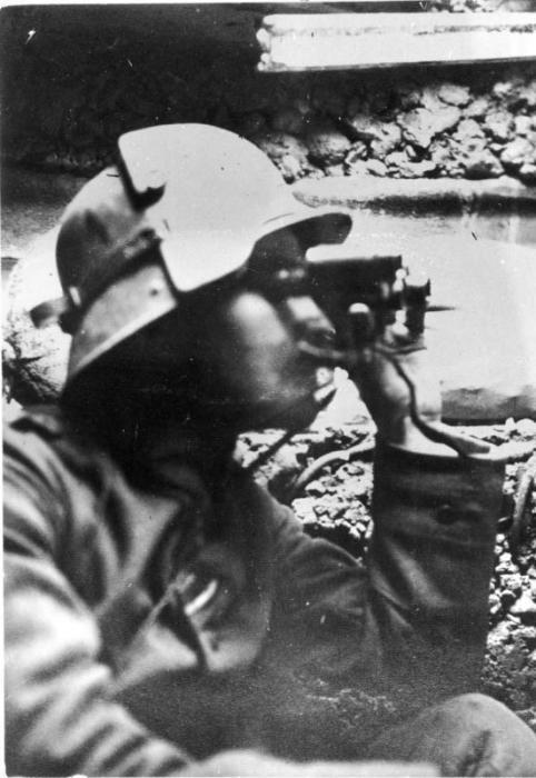 Немецкий разведчик с биноклем, 1916-1918 гг.
