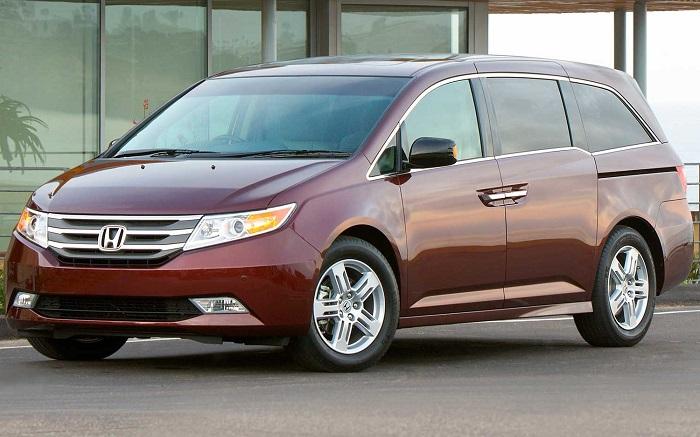 Минивэн Honda Odyssey.