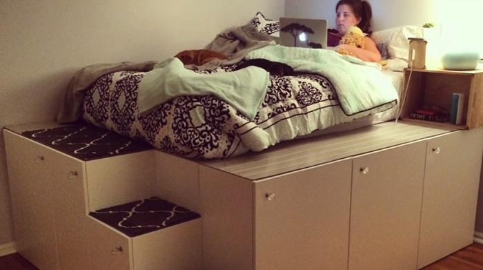 Подиум для кровати с местом для хранения.