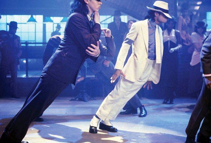 Клипе «Smooth Criminal». Джексон в антигравитационном наклоне.