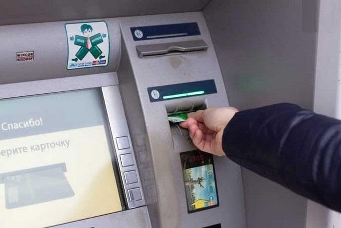 karta-zastryala-bankomat-novate4.jpg