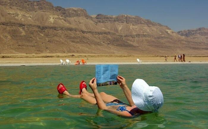 """На пляж приходить без обуви нельзя: можно поранить ноги о кристаллы соли / Фото: m.fishki.net"""""""