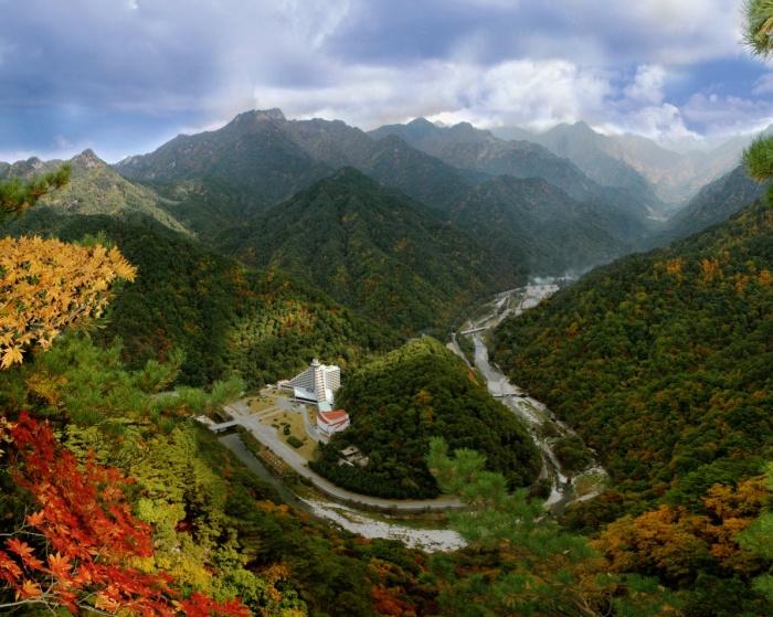 Живописные горы Северной Кореи. |Фото: ru-voyage.com.