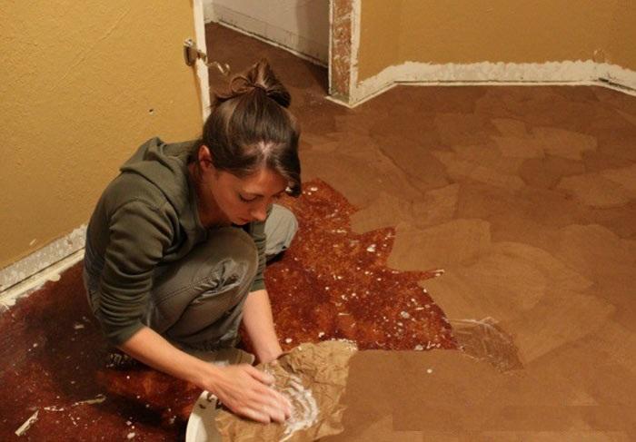 Домохозяйка почти бесплатно сделала в квартире пол.