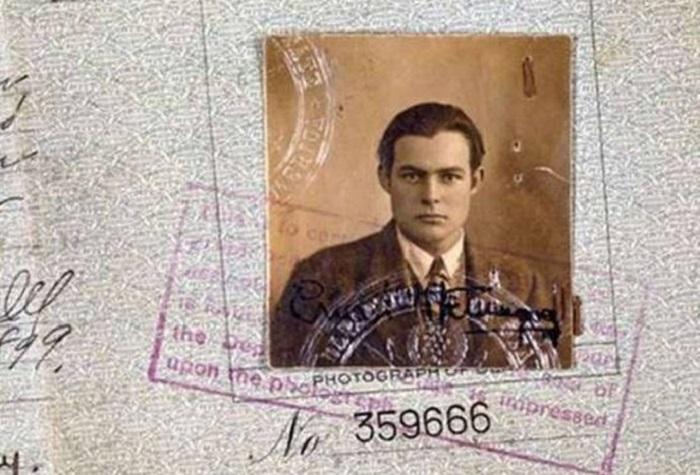 Паспорт новелиста и журналиста Эрнеста Хемингуэя.